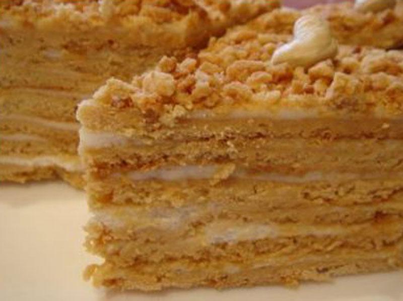На нашем сайте рецептов легко найти все про торт медовик со сметанным